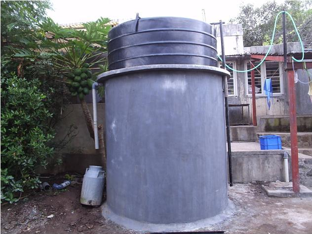 Compact biogas system